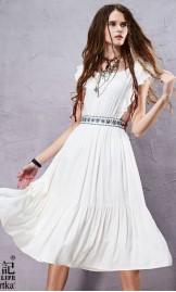 Valge kleit tikandiga vöökohal LA14251X